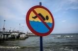 Sinice w Bałtyku. Kąpieliska zamknięte. Nie lekceważmy ostrzeżeń! Sprawdź, gdzie nie wolno się kąpać