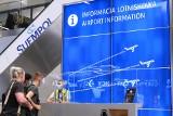 WAKACJE 2021 SAMOLOTEM. Certyfikat Covidowy nie jest paszportem! Co trzeba zabrać w podróż i jakie zasady obowiązują na lotnisku w Krakowie