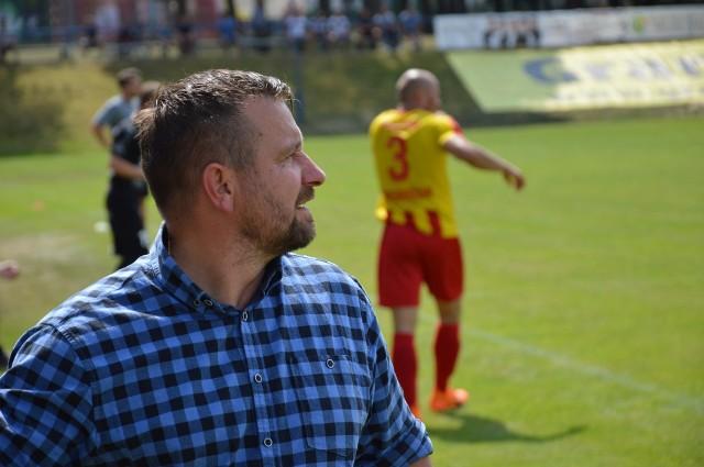 Po ostatnich porażkach zarząd Pogoni Świebodzin zdecydował, że drużynie seniorów potrzebny jest nowy impuls. Dlatego pożegnał się z Tomaszem Sobczakiem.