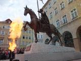 Efektowne i głośne odsłonięcie pomnika księcia Kazimierza I Opolskiego na Rynku w Opolu [zdjęcia, wideo]