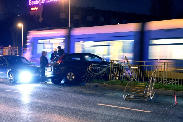 Wypadek na przystanku przy ul. Legnickej, 23.11.2018
