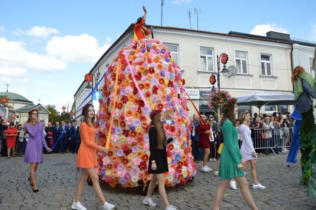 Święto Kwiatów, Owoców i Warzyw w Skierniewicach Największa tego typu impreza w województwie łódzkim, której założeniem jest promowanie sadownictwa, ogrodnictwa i rolnictwa. Co roku przyciąga dziesiątki tysięcy gości.  Pierwsza edycja odbyła się  w 1977 roku, a ostatnia we wrześniu 2019 roku.