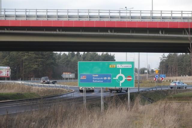 """Autostrada A1 kończy się w Ożarowicach/Pyrzowicach. Trasę do Łodzi trzeba pokonać """"gierkówką"""". I to się szybko nie zmieni"""