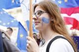 """Warszawa: Parada Schumana 2019 pod hasłem """"Wybieramy Europę!"""" [ZDJĘCIA] Manifestacja poparcia dla członkostwa Polski w UE"""
