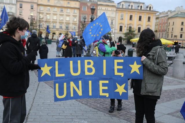 Prounijna demonstracja na Rynku Głównym w Krakowie