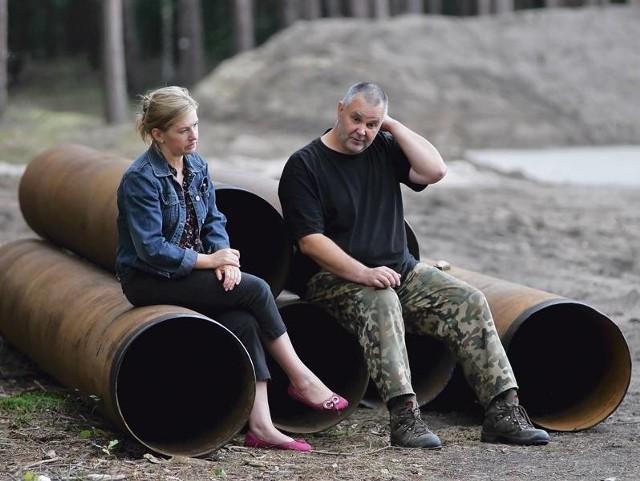 Marzena Stanek i Bogusław Konieczny obawiają się nafciarzy, którzy wiercą kilkaset metrów od miejscowości Ługi