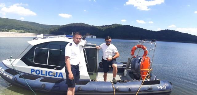 Policja patroluje wody i brzegi Jeziora Mucharskiego. Powstał tu też wodny posterunek