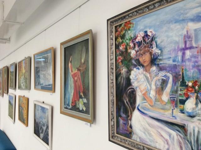 W Bibliotece Publicznej w Niepołomicach otwarto wystawę prac artystów ze Stowarzyszenia Plastyków Ziemi Krakowskiej. Ekspozycję można oglądać do połowy maja 2021