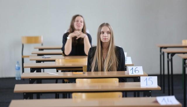 Egzamin gimnazjalny odpowiedzi. historia, WOS, polski  arkusze CKE, wyniki, rozwiązania 10.04.2019