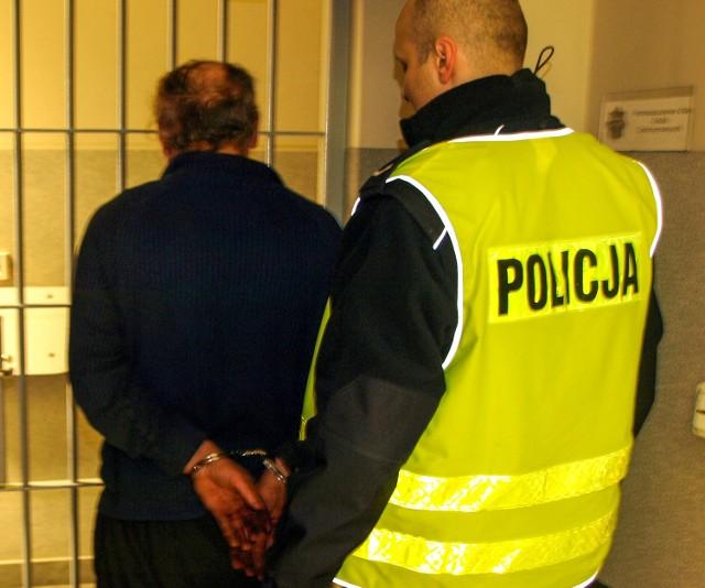 60-letni mężczyzna został zatrzymany przez policjanta, którego wcześniej potrącił.