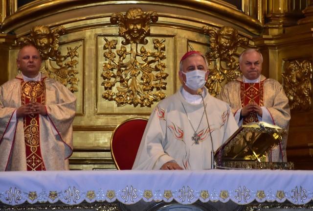 Mszy świętej w Bazylice Katedralnej w Kielcach przewodniczył biskup Jan Piotrowski.