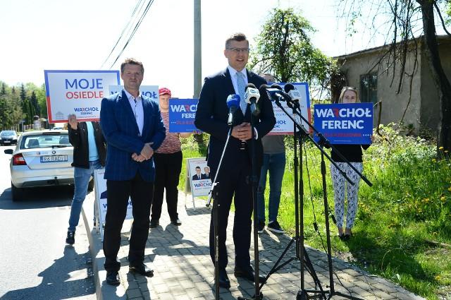 Kandydat na prezydenta Rzeszowa (na zdjęciu pierwszy z prawej) oraz Przewodniczący Rady Osiedla Zwięczyca, Janusz Borek.