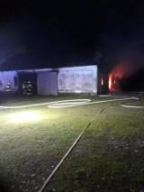 Pożar warsztatu w Płonowie. Interweniowali strażacy z OSP Brańsk [ZDJĘCIA]