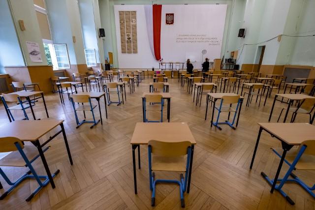 Maturalny maraton rozpoczął się egzaminem z języka polskiego w poniedziałek, 8 czerwca. Przystąpiło do niego prawie 300 tys. absolwentów szkół średnich.