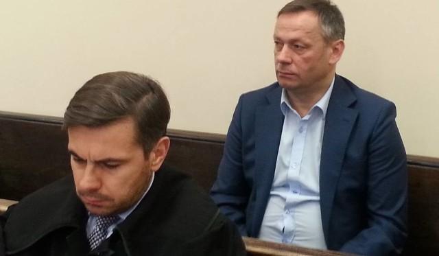 Krzysztof Maciaszczyk i broniący prezesa adwokat Bartosz Tiutiunik