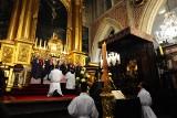 Dzień Zaduszny na Wawelu. Msza święta z procesją do grobów królewskich [ZDJĘCIA]