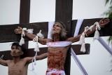 Filipiny: tradycyjne ukrzyżowania w Wielki Piątek [ZDJĘCIA] Tradycja, która budzi sprzeciw Kościoła, cieszy się niesłabnącą popularnością