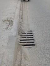 Mieszkańcy i kierowcy ulicy Zagórskiej w Kielcach domagają się usunięcia piachu. Miejski Zarząd Dróg obiecuje posprzątanie ulicy