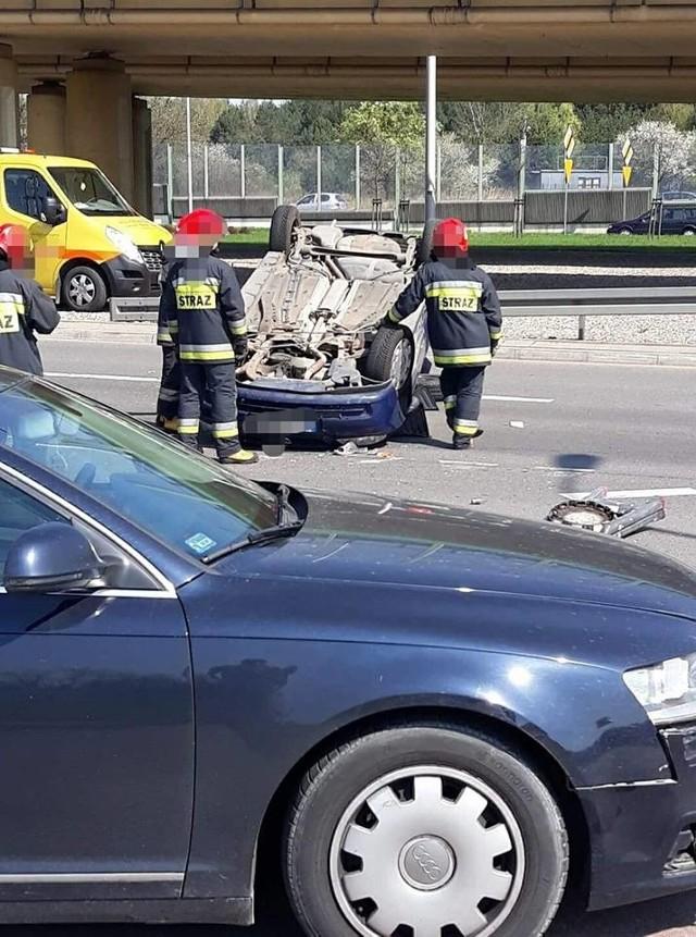 W sobotę około godz. 11 przy skrzyżowaniu ulic Maczka i Al. 1000-lecia P.P. doszło do wypadku.Zdjęcia z wypadku pochodzą z fanpejdża Kolizyjne Podlasie na którym znajdziecie więcej fotografii z podlaskich kolizji.