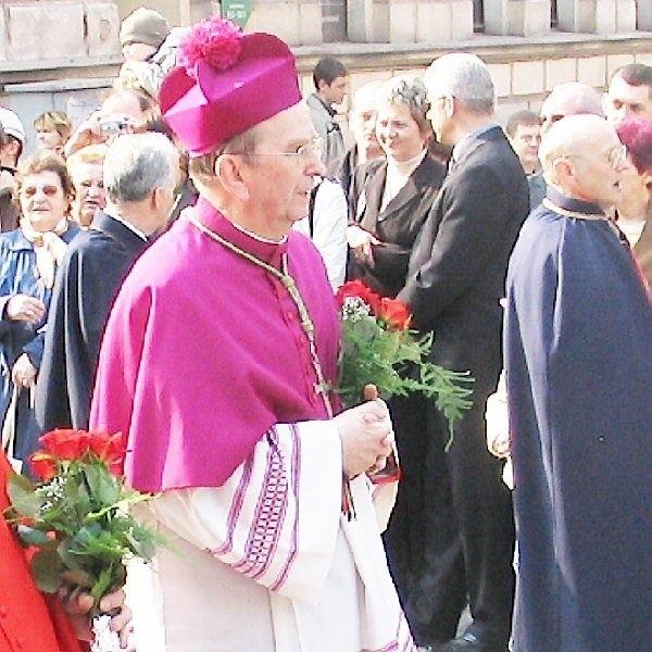 Ks. abp. Henryk Muszyński przez kolejne dwa  lata pozostanie metropolitą gnieźnieńskim