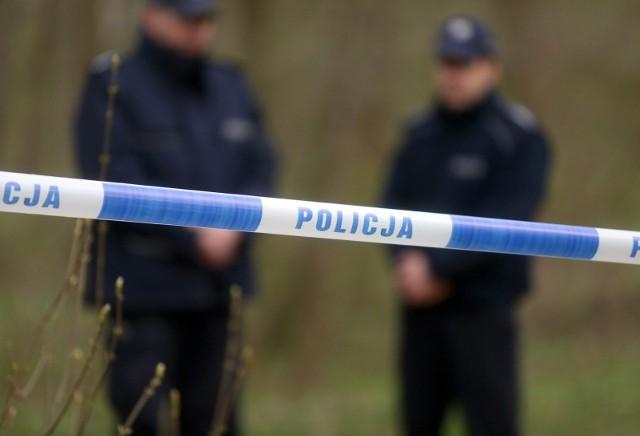 Zwłoki mężczyzny nad Wisłą w Bydgoszczy odnalazł spacerowicz.