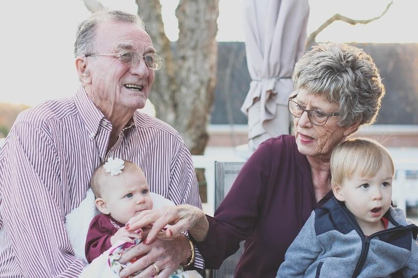 Babcia i dziadek mają w sobie więcej luzu niz rodzice