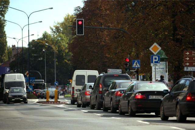 Na najważniejszych skrzyżowaniach mają pojawić się sekundniki pokazujące, ile czasu zostało do zmiany świateł.