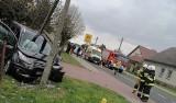 Wypadek pod Marianowem. Ford uderzył w słup energetyczny. 69-letni kierowca w szpitalu