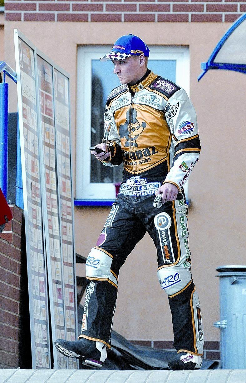 """Fredrik Lindgren miał wyjątkowo groźną minę i znów strasznie słabe motocykle. Wywalczył dwa """"oczka"""", a bez jego punktów Falubaz nie będzie wygrywał meczów."""