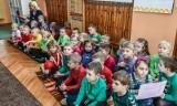 Dzieci ze skrzyneczki wyciągną w krakowskich przedszkolach książeczki