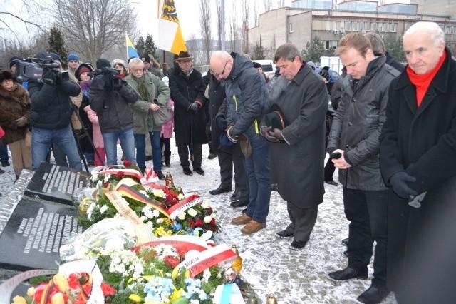"""Ofiary obozu """"Zgoda"""" w Świętochłowicach, przedstawiciele MN organizacji śląskich uczcili w minioną sobotę."""