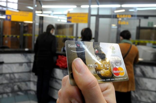 Od 1 stycznia, chcąc  spokojnie robić zakupy online, należy pamiętać o tzw. podwójnym uwierzytelnieniu podczas autoryzacji swojej transakcji. To nowy wymóg bezpieczeństwa obowiązujący od stycznia 2021 r.