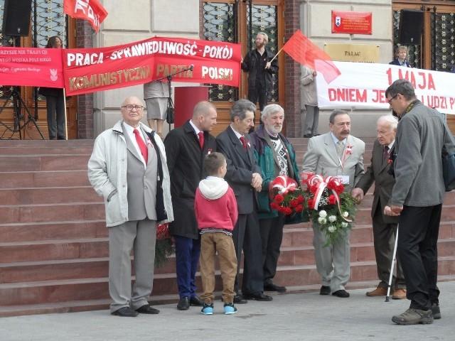Komunistyczna Partia Polski wciąż żywa! Świętuje 1 Maja w Dąbrowie Górniczej.