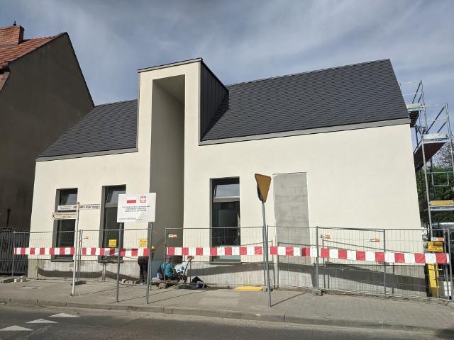 Trwa budowa Domu Integracji Międzypokoleniowej w Kórniku.