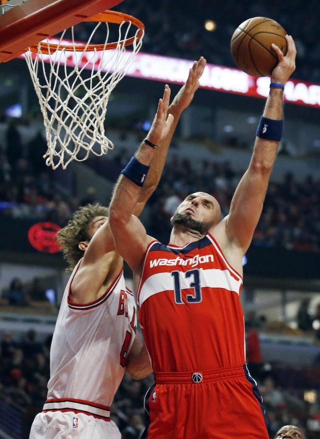 W przegranym meczu z Chicago Bulls Marcin Gortat rzucił 18 punktów.