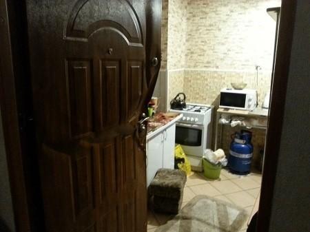 Mężczyzna wyrzucił z domu konkubinę z dwójką dzieci, a najmłodsze zostało w mieszkaniu, gdzie na kuchence gotował się obiad