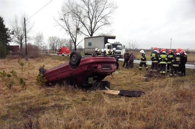19-letni kierowca trafił do szpitala.