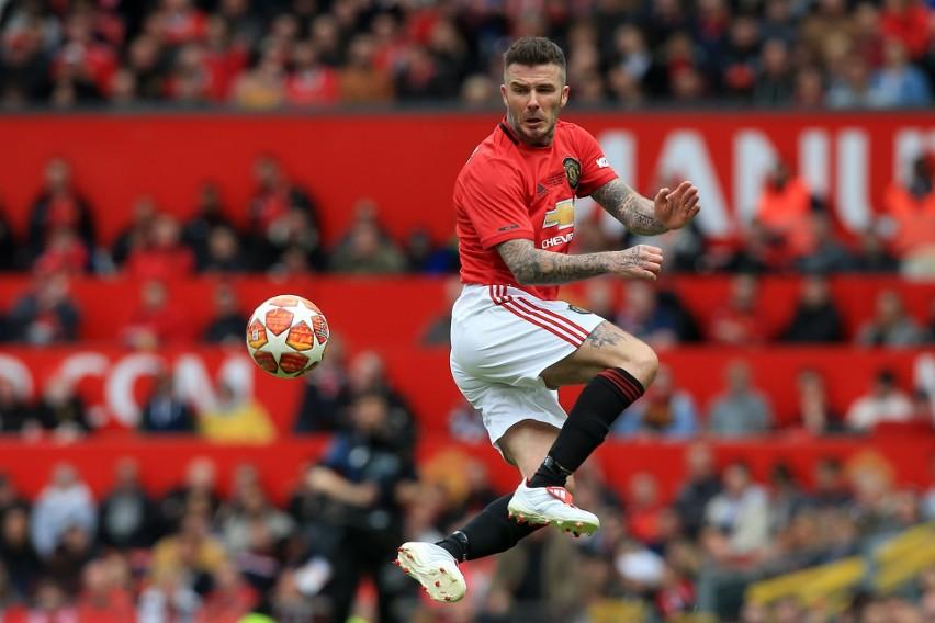 W 2011 r. David Beckham pomógł... usunąć z ronda uszkodzone...