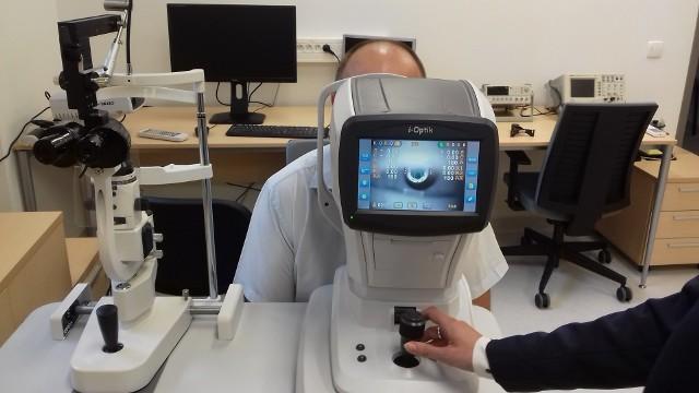 Na studentów nowych kierunków czekają nowe pracownie specjalistyczne. Na zdjęciu aparatura do diagnostyki oka.