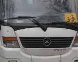Dziesięciolatek wypadł z autobusu szkolnego w gminie Skaryszew. Dziecko trafiło do szpitala. Jak mogło dojść do wypadku? Sprawę bada policja