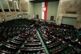 Sondaż: PiS uzyskałoby najwyższe poparcie w wyborach do Sejmu. Słaby wynik KO