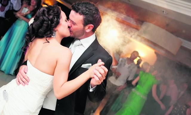 Rynek usług ślubnych i weselnych oceniany jest na 10 mld zł rocznie