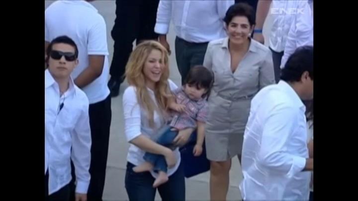Shakira z synem otworzyła szkołę (wideo)