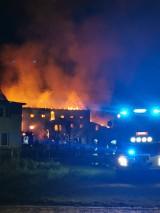 Pożar dawnego, zabytkowego młyna w Klenicy. Budynek ma około 400 lat. Spłonął doszczętnie