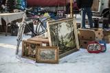Niedzielna giełda w Koszalinie w zimowej szacie. Chętnych na zakupy mniej niż zwykle