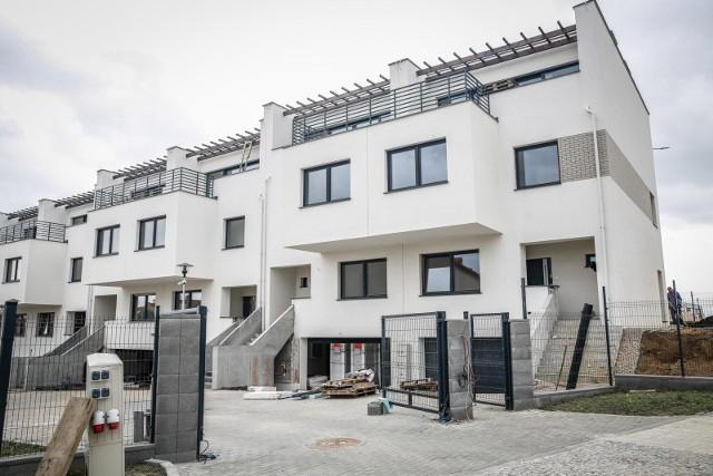 Od kilku miesięcy mieszkańcy Ujeściska skarżyli się na władze spółdzielni mieszkaniowej. Wielu z nich już kilka lat czeka na odbiór mieszkań. Konto spółdzielni zajął komornik.