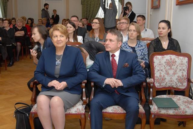 Uczestnicy spotkania. Na pierwszym planie wiceminister Teresa Wargocka i burmistrz Jerzy Bauer