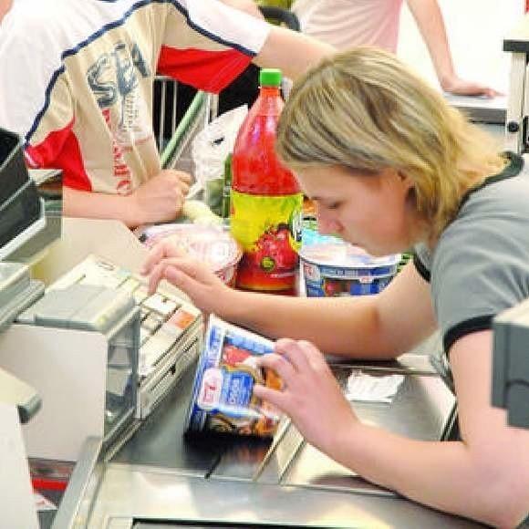 W handlu pracuje 2 mln osób. Klasyczny polski sprzedawca będzie kobietą (89 proc. pracowników)