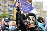"""Białoruś: Protesty przeciwko aresztowaniu lidera opozycji Siargieja Cihanouskiego. Tłumy śpiewają """"Mury"""" Kaczmarskiego"""
