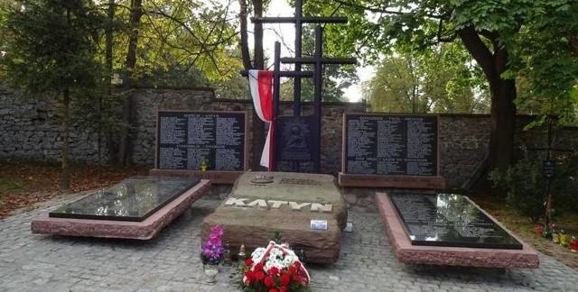 Pomnik Ofiar Zbrodni Katyńskiej na Cmentarzu Partyzanckim w Kielcach.